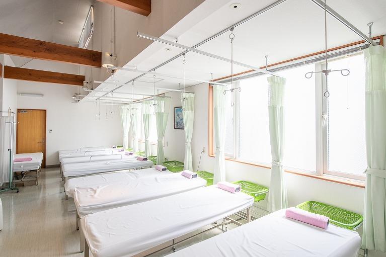 ベッド11床のリカバリールームを完備